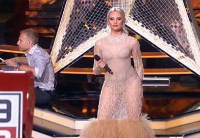 Seksi plavuša došla u SKROZ providnoj haljini, Kalinić nije mogao da je gleda! (VIDEO)